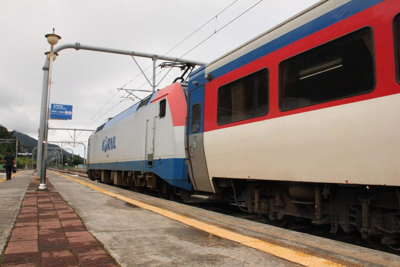 train-2610202_1920-1280x853.jpg