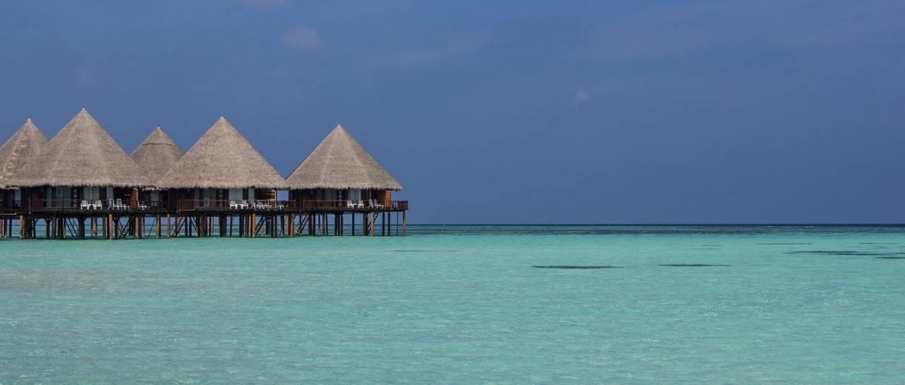 beach-beach-hut-blue-sky-373458-1280x545.jpg